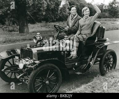 GENEVIEVE (1953) JOHN GREGSON, DINAH SHERIDAN GENV 001P - Stock Photo