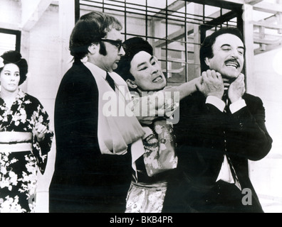 THE RETURN OF THE PINK PANTHER (1975) BURT KWOUK, PETER SELLERS RPP 001P - Stock Photo