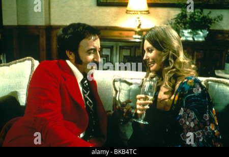THE RETURN OF THE PINK PANTHER (1975) PETER SELLERS, CATHERINE SCHELL RPP 030 - Stock Photo