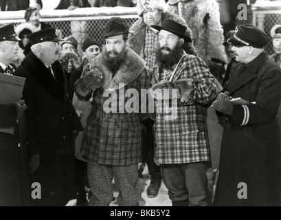 ROAD TO UTOPIA (1946) BOB HOPE, BING CROSBY RTU 002P L - Stock Photo