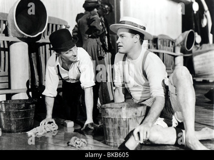 ROAD TO UTOPIA (1946) BING CROSBY, BOB HOPE RTU 011P - Stock Photo