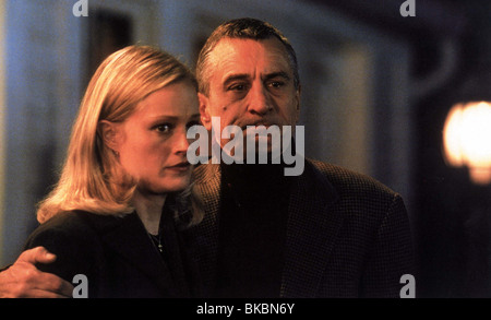 MEET THE PARENTS (2000) TERI POLO, ROBERT DE NIRO MEET 007FOH - Stock Photo