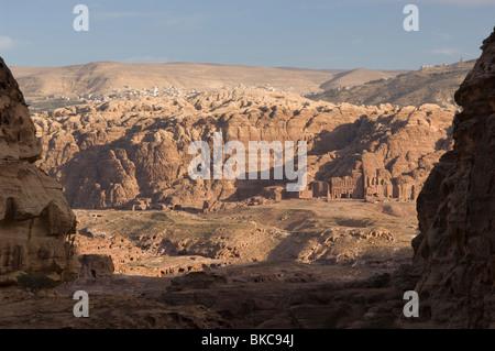 Vista  between rocks of the Royal Tombs in Petra. Jordan - Stock Photo