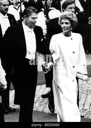 Reagan, Ronald, 6.2.1911 - 5.6.2004, US actor, politician, half length, with his wife Nancy during their state visit - Stock Photo