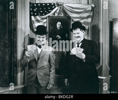 LAUREL AND HARDY LAUREL & HARDY (ALT) STAN LAUREL, OLIVER HARDY LAH 011P - Stock Photo