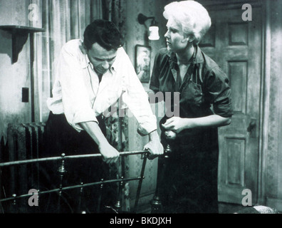 THE MAN WITH THE GOLDEN ARM (1956) FRANK SINATRA, KIM NOVAK MGAM 022 GN - Stock Photo