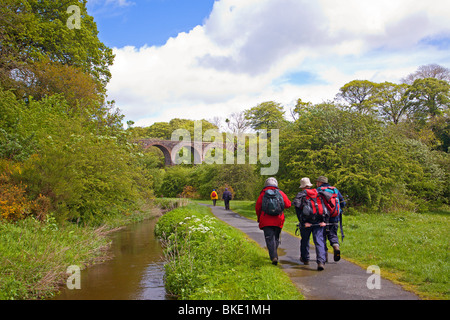A rambling club in the Almondell and Calderwood Country Park, Livingston - Stock Photo
