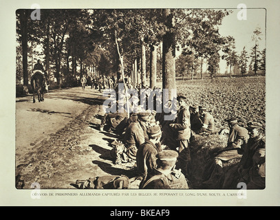 WW1 convoy with German prisoners resting along road in West Flanders during the First World War One, Belgium - Stock Photo