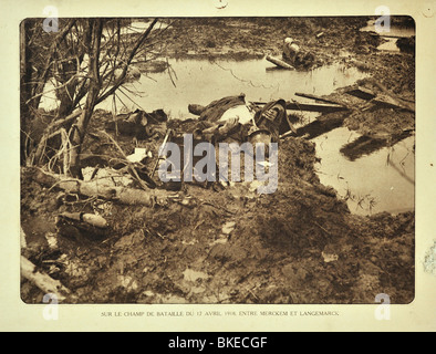 Corpse of dead WWI German soldier killed in action at battlefield at Merkem in West Flanders during First World - Stock Photo