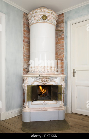 Late 19th century Swedish tiled stove. - Stock Photo