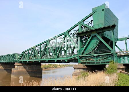 Keadby Bridge, more formally known as the King George V Bridge, crosses the River Trent near  Keadby  Lincolnshire - Stock Photo