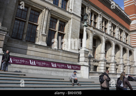 Multi-arched eastern elevation of the Victoria and Albert Museum,visitors and tourists fill the composition. - Stock Photo