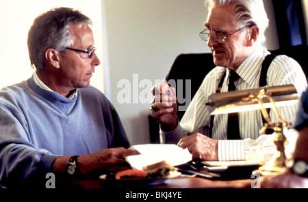 JIM ABRAHAMS (DIR) O/S 'HOT SHOTS 2 (1993)' WITH LLOYD BRIDGES JMAB 003 - Stock Photo