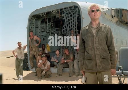FLIGHT OF THE PHOENIX (2004) HUGH LAURIE, DENNIS QUAID, TYRESE GIBSON, KEVORK MALIKYAN, JACOB VARGAS, MIRANDA OTTO, - Stock Photo