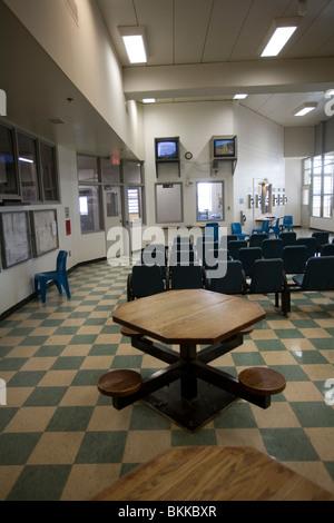 TV room inside cell house in the Nebraska State Penitentiary, Lincoln, Nebraska, USA. - Stock Photo