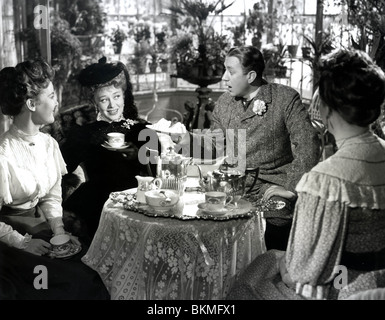 THE CARD (1952) PETULA CLARK, GLYNIS JOHNS, ALEC GUINNESS TCD 004 P - Stock Photo