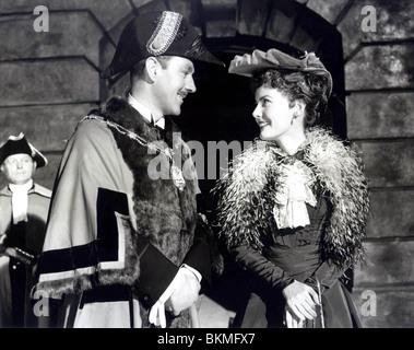 THE CARD (1952) ALEC GUINNESS, PETULA CLARK TCD 006 P - Stock Photo