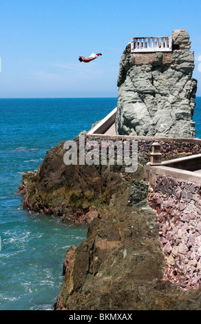 Dare devil cliff divers cheat death daily from a balconied cliff top in Mazatlan,Mexico - Stock Photo