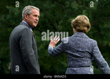 President George Bush and First Lady Laura Bush depart the South Lawn of the White House aboard Marine One - Stock Photo