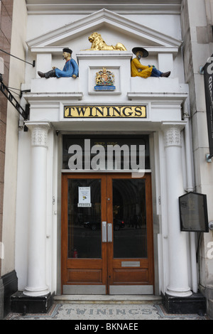 The main entrance of the tea merchants Twinings,situated at 216 Strand,continuously there since 1706. - Stock Photo