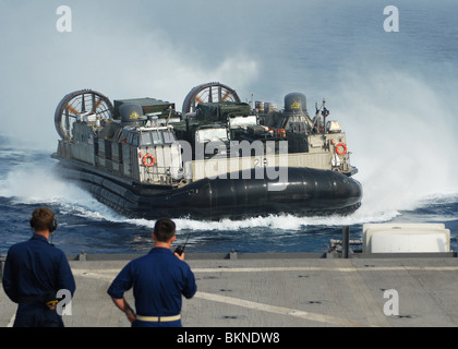 SEA OF JAPAN Sailors observe the Landing Craft Air Cushion (LCAC) 29 assigned to Assault Craft Unit (ACU) 5 - Stock Photo
