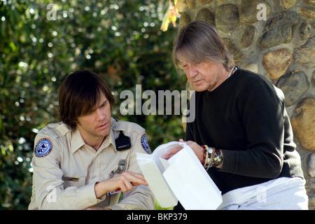ON SET (ALT) FILMING (ALT) O/S 'THE NUMBER 23' (2007) JIM CARREY, JOEL SCHUMACHER (DIR) NO23 001-26 - Stock Photo