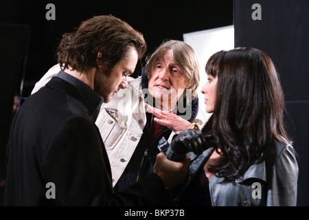 ON SET (ALT) FILMING (ALT) O/S 'THE NUMBER 23' (2007) JIM CARREY, JOEL SCHUMACHER (DIR), VIRGINIA MADSEN NO23 001 - Stock Photo