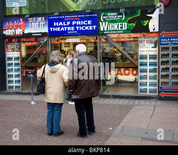 Half price theatre ticket booth, Leicester Square, London, England - Stock Photo