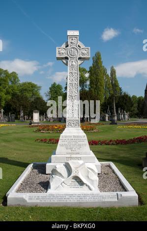 Gravestone of Sir John W. Alcock pilot of the first non-stop transatlantic flight June1919. Southern Cemetery,Manchester,England - Stock Photo