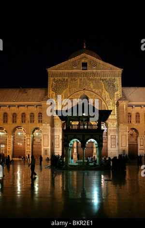 Main entrance with mosaic facade and  ablution fountain  in the courtyard, Umayyad Mosque, 705 AD, Damascus, Syria. - Stock Photo