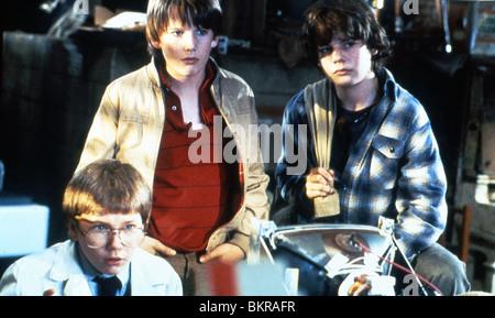 EXPLORERS (1985) JASON PRESSON, ETHAN HAWKE, RIVER PHEONIX JOE DANTE (DIR) 002 - Stock Photo