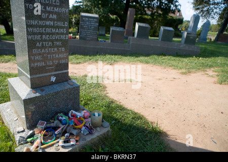 Grave at Fairview Cemetery to an unknown child lost in the sinking of the Titanic - Stock Photo