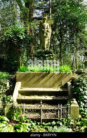 Victorian stone angel statue on tomb in Highgate Cemetery West, London - Stock Photo