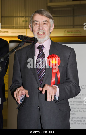Winning Labour Party candidate in Newport West Paul Flynn giving speech  at election night count in Newport South - Stock Photo