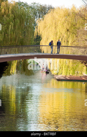 Students watching punting on the River Cam, the Backs, Cambridge, England - Stock Photo