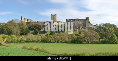 The south wall and keep of Richmond Castle, North Yorkshire - Stock Photo