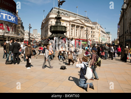 Tourists around the statue of Eros, Piccadilly Circus, London UK - Stock Photo