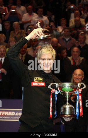 NEIL ROBERTSON WORLD SNOOKER CHAMPION THE CRUCIBLE SHEFFIELD ENGLAND 03 May 2010 - Stock Photo