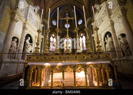 High altar of Santa Maria Sopra Minerva Basilica with tomb of Santa Caterina da Siena and Medici or Choir chapel - Stock Photo