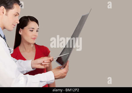 Doctor explaining x-ray report to a patient - Stock Photo