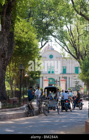 Rickshaws in front of the Cathedral of Notre Dame, Kolkata, West Bengal, India, Asia - Stock Photo