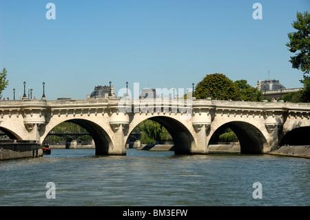 Le Pont Neuf (1579-1607) over the River Seine, literally the New Bridge - the oldest bridge over the Seine in Paris, - Stock Photo