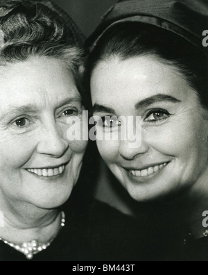 JEAN SIMMONS - UK film actress (1929-2010) with her mother - Stock Photo