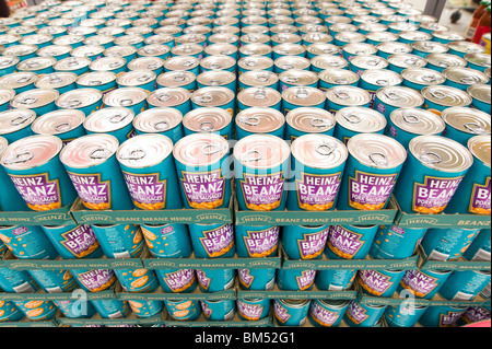 Rows of tins of Heinz baked beans, England, UK - Stock Photo