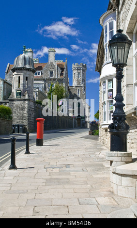 SWANAGE View along High Street toward the landmark Purbeck House Hotel with entrance to the town hall in foreground - Stock Photo