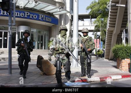 On May 19th, Thai soldiers at Chit Lom, Bangkok. - Stock Photo