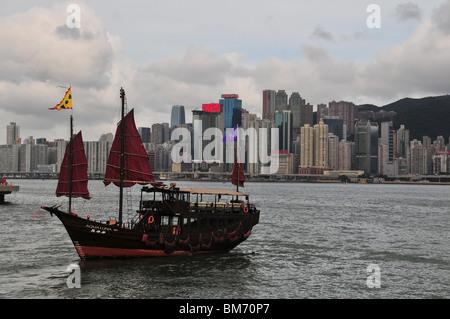 Aqua Luna tourist junk approaching the Tsim Sha Tsui Promenade Pier, Victoria Harbour, Kowloon, Hong Kong, China - Stock Photo