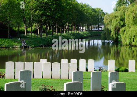 Headstones of First World War cemetery Ramparts Cemetery, Ypres Canal, Ypres - Stock Photo