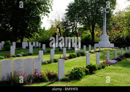 Headstones of First World War cemetery Ramparts Cemetery, Ypres - Stock Photo