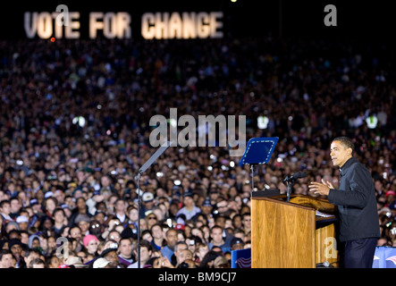 3 November 2008 – Manassas, Virginia – Democratic Presidential Candidate Barack Obama holds his final campaign rally - Stock Photo